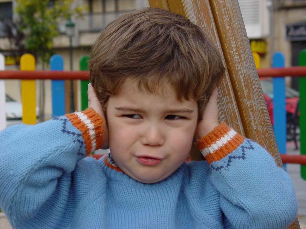 고통스러운 귓속의 울림 이명. 아이에게도 이명은 발생가능합니다. 이미지출처 : en.wikipedia.org